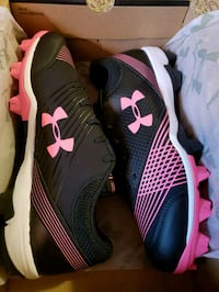 UA women's sz 9.5 cleats! 861 mi