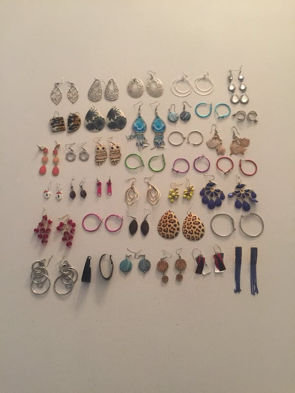 Collection of 36 pairs of earrings. bc713a4c-95c0-4aa4-b8d8-ca5b6375b13b