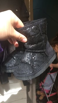 Toddler's black boots Winnipeg, R2W 1K9