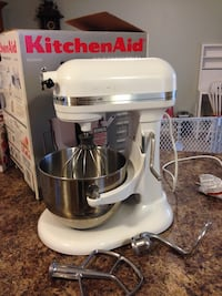 White and silver kitchenaid stand mixer with box screenshot Vancouver, 98664