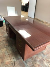 Large office/home desk with glass on top Laval, H7E 5L2