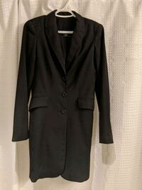 Black long form fitting  three-button single-breasted blazer size 1-2