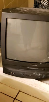 32 inch TV w remote and built in VCR  Oklahoma City, 73132
