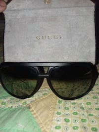 black framed Gucci sunglasses with case Summerfield, 34491