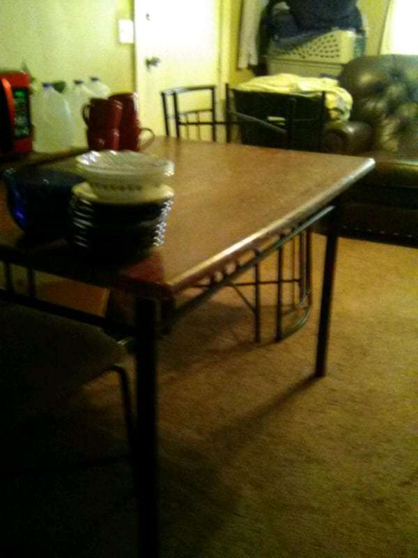 Beautiful Kitchen Table b816d2b4-68ee-49a8-9ab0-563d806aebf5