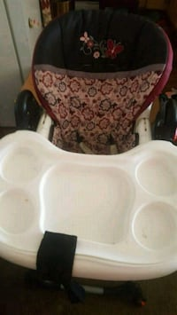 baby's white and pink high chair Banning, 92220