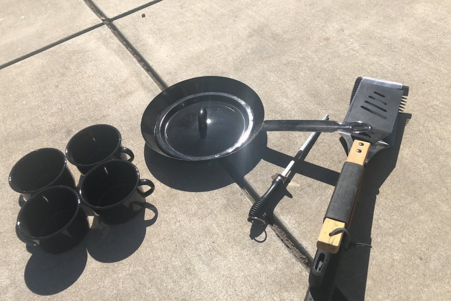 Bbq set and dishes 45061f4a-d062-4d69-8448-55610602df50
