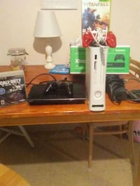 white Xbox 360 console with controller and game cases Centerville, 15358