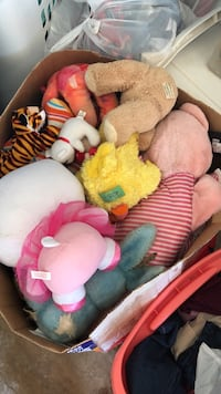 Box of toys and stuffed animals  San Antonio, 78247