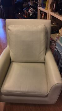 White leather padded armchair with ottoman Montréal, H9H