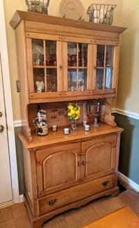 Beautiful Pine Cabinet/Hutch Alexandria, 22315