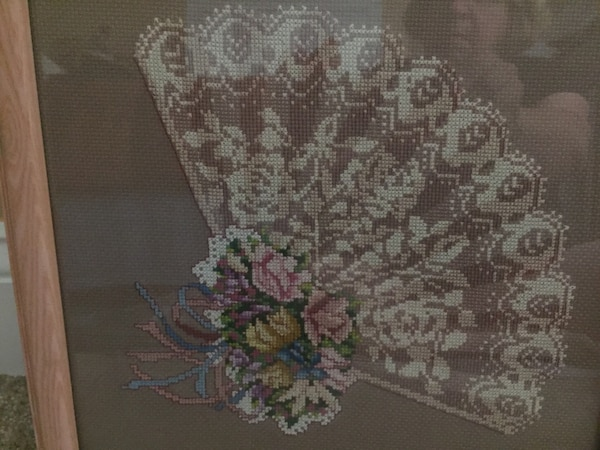 Counted cross stitch of a fan 2208ee37-6b70-4dc6-9e42-c0f284a30195