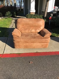 Brown reclinable fabric sofa $50 OBO SeaTac, 98198