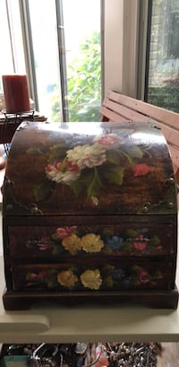 painted 2 drawer chest Garden City, 11530