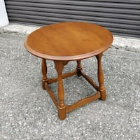 Solid Maple wood side table, vintage in MINT!  Toronto, M2N 5W4