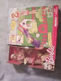 pink and white Disney Princess castle toy box Harpers Ferry, 25425