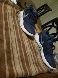 pair of blue-and-white Nike running shoes Grant, 35747