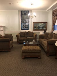 Beautiful 6 piece living room set with glass tables- don't miss out Suffern, 10901
