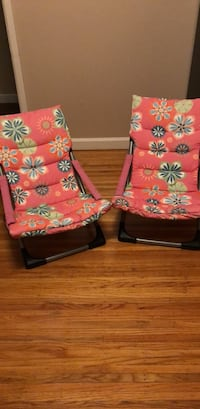 Two lawn chairs North Vancouver, V7K 1X4