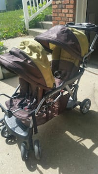 Baby Trend Sit and Stand  930 mi