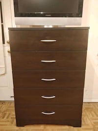 Like new chest dresser/TV stand with drawers in gr 33 km