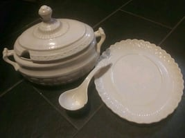 4 pc bowl w/lid plate& spoon use for anything!! Soup, m.potatoes stuff