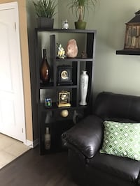 Bookshelf like new. Will sell ornaments if desired Brampton, L6V 0H9
