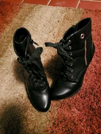 BLACK BOOTS WITH GOLD ZIPPER Lawrenceville, 30044