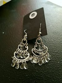 pair of women's silver-colored dangling earrings with clear gemstones Santa Fe, 87501