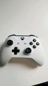 Mint condition Bluetooth xbox one controller  Pitt Meadows, V3Y 1Y7