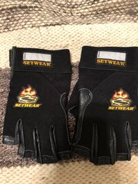 Set gloves size small Los Angeles, 90291
