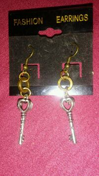 pair of silver-colored hook earrings Dumfries, 22026