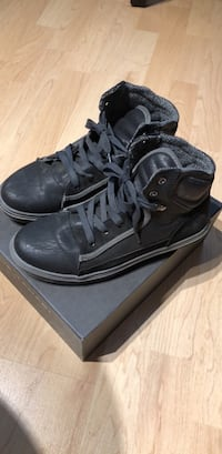 Boys shoes new in a box- size 5 Arlington, 22202