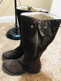 Women knee lenght boots with plush shearling lined, Suede upper. Virginia Beach, 23464