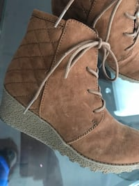 brown suede wedge chukka boots Toronto, M6J 1Y1