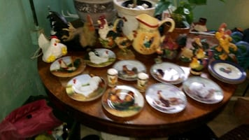Collectors plates and assortment of Rooster