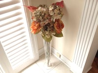 Clear vase with flowers all in excellent conditions Hamilton, L8W