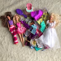 Barbie Dolls Lots of Clothes Large LOT  Haverhill, 01832