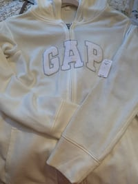 Brand new gap hoodie zip up with tags soze large Westville, 08093