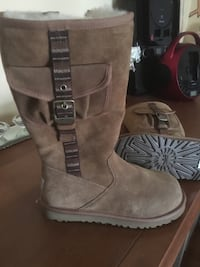 Ugg boots size 3 for kids ,,never used Kirkland, H9H 3G5