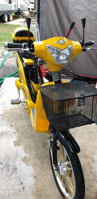 Yellow and black motor scooter Fort Pierce, 34946