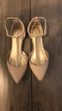 Pair of beige leather pointed-toe heeled shoes Edmonton, T6L 4P9