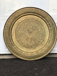 round gold-colored decorative plate Purcellville, 20132