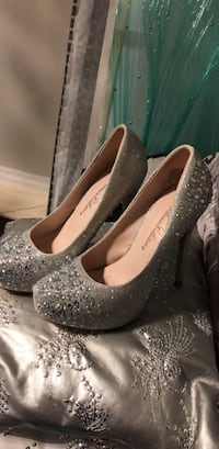 Beautiful shoes only worn once for sale  Brampton, L6X 0W4