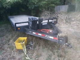 Like new 30ft flatbed carhauler/Trailer  w/6ft tongue