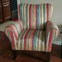 Rooms to go Accent Chair & 4 Pillow Covers Leland, 28451