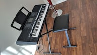 Yamaha psr-S750 61-Key Keyboard With cover, stand
