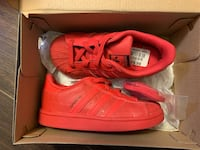 Superstar Triple Red Adidas Sneaker - Size 9 Mississauga, L5B