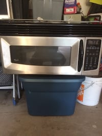 Stainless steel and black microwave Welland, L3C 3C9