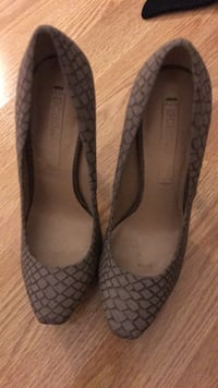 BCBG heels . In great condition . Hardly worn . Size 5  Coquitlam, V3C 5J9